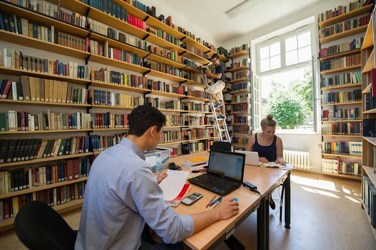Arbeiten in der Bibliothek.jpg