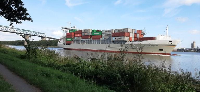 Containerschiff_20200215_120704.jpg
