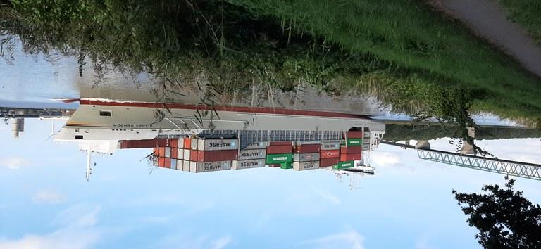 Containerschiff_20200910_162950.jpg