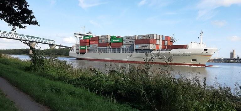Containerschiff_20200910_162950_zugeschnitten_2.jpg