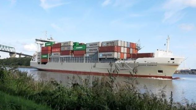 Containerschiff_20200910_162950_zugeschnitten_7.jpg