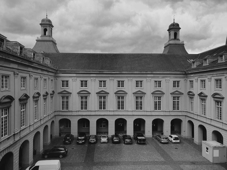 Unigebäude.jpg